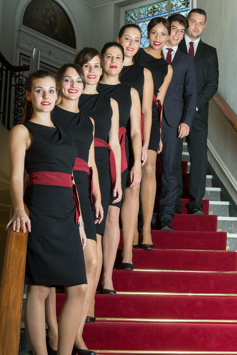 Presentación de parte del equipo de ADICO AZAFATAS en escaleras